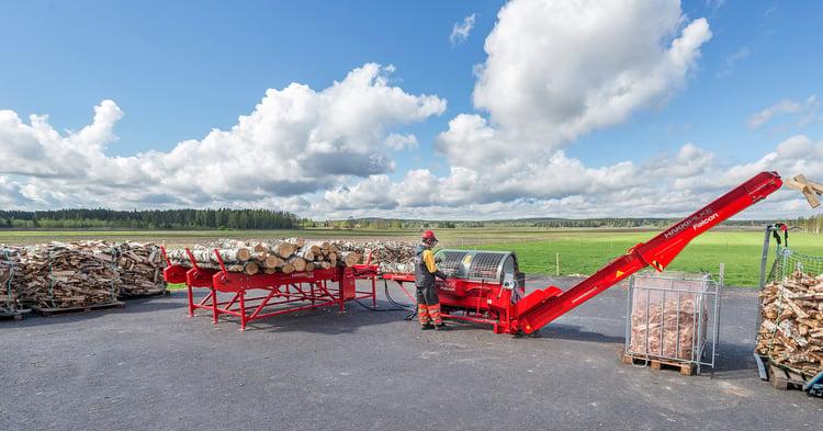 Hakki Pilke Falcon -klapikone käytössä pellon reunalla.