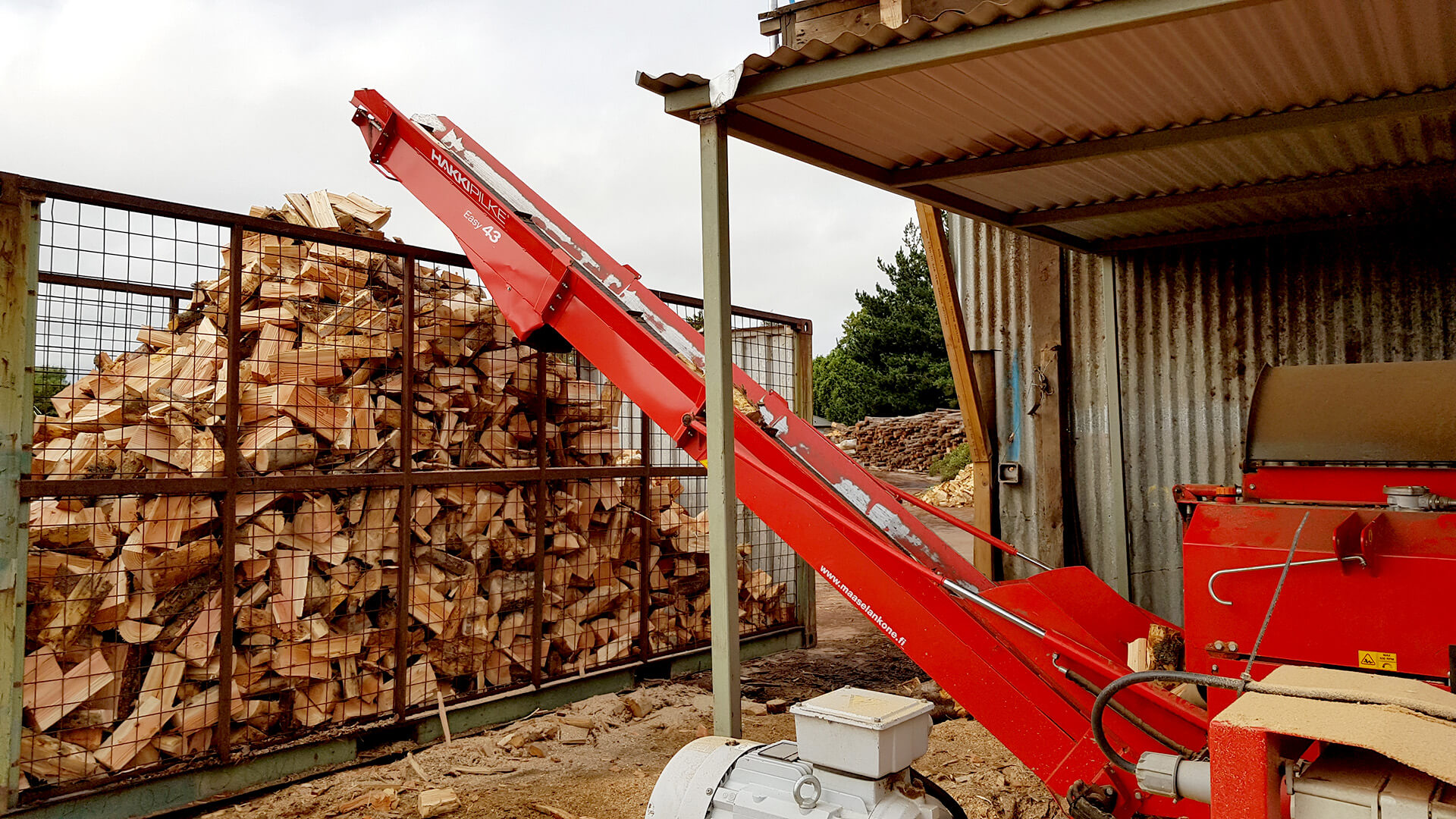 Hakki Pilke firewood processors feature smart outfeed conveyors.
