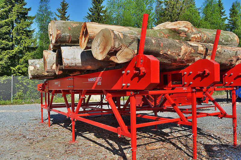 We have designed excellent infeeding features for long, knotty and curved logs.